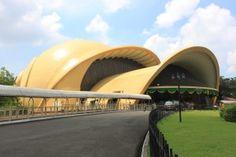 #PINdonesia Taman Mini Indonesia Indah (TMII) merupakan suatu kawasan taman wisata bertema budaya Indonesia di Jakarta Timur. Area seluas kurang lebih 150 hektar Taman ini merupakan rangkuman kebudayaan bangsa Indonesia, yang mencakup berbagai aspek kehidupan sehari-hari masyarakat 26 provinsi Indonesia (pada tahun 1975) yang ditampilkan dalam anjungan daerah...