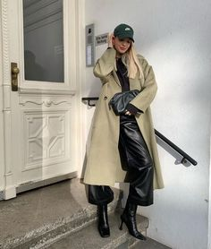 Follow our Pinterest Zaza_muse for more similar pictures :) Instagram: @zaza.muse | Green trench coat. Green Trench Coat, Fall Winter Outfits, Style Inspiration, Leather, Jackets, Clothes, Instagram, Fashion, Viajes