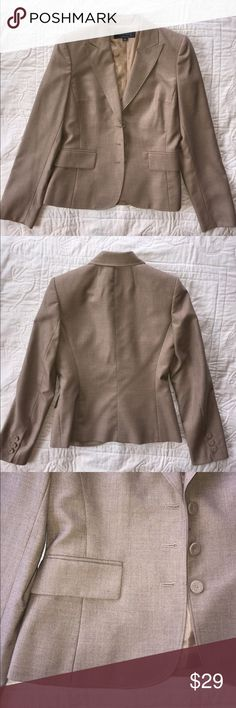 Anne Klein 2 Blazer Like new, blazer in a beautiful heather tan. Size 2. Anne Klein Jackets & Coats Blazers