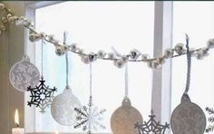 Come decorare le finestre a Natale, idee e spunti di stile - Come decorare le finestre a Natale? Ecco tante idee e spunti di stile per una casa dal fascino magico.