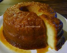 Aprende a preparar budín de pan casero con esta rica y fácil receta. El budín de pan también se conoce como torta de pan en algunos países de Centro y Sur América. Mexican Food Recipes, Sweet Recipes, Cake Recipes, Dessert Recipes, Food Cakes, Cupcake Cakes, Flan, Salvadorian Food, Venezuelan Food