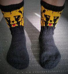 Puikkoi ja Koukkui: Karhu -sukat Cool Socks, Awesome Socks, Knit Crochet, Adidas, Pattern, Knitting Ideas, Crocheting, Image, Fashion