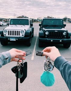 ✰ i think i might be getting a jeep for my first car! ✰ qotd: what's your dream car? Jeep Wranglers, Acessórios Jeep Wrangler, Jeep Rubicon, Cute Friend Pictures, Best Friend Photos, Best Friend Goals, Friend Pics, Future Car, My Dream Car
