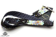 Schlüsselbänder von Lieblingsmanufaktur: Schlüsselband schwarz - grau mit Blumenmuster und Punkten