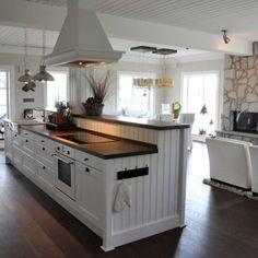 Bildbank - Rörvikshus New England Kitchen, New Kitchen, Kitchen Dining, Kitchen Decor, Beautiful Kitchen Designs, Beautiful Kitchens, Kitchen Pantry Design, Kitchen Interior, Kitchen Island With Stove