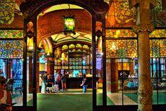 Palau de la Musica, Barcelona ... a gorgeous little opera house/concert venue    http://3.bp.blogspot.com/-h8nimDMnHxM/T-SjoGmdpyI/AAAAAAABV5o/Zk1XNMk6i98/s1600/DSC03507.jpg