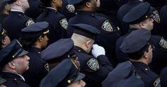 Policiais de Nova York, estado de NY, USA.  Fotografia: Eric Thayer / Getty Images / AFP.  http://noticias.uol.com.br/album/album-do-dia/2015/01/04/imagens-do-dia---4-de-janeiro-de-2014.htm#fotoNav=38