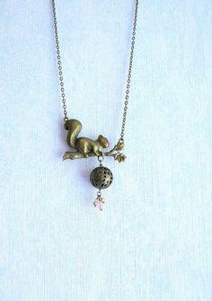 Collier Ecureuil et Perle Rose Nacrée et Verre,Grosse Perle Métal Bronze : Collier par mon-armoire-jolie