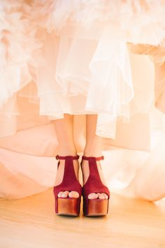 pink dress + red wedges = that's how they do it in Montana  Photography By / http://cluneyphoto.com