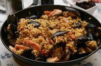 Read our guide to the eating out on Menorca and find out where to eat the best tapas, seafood and asado on the island, washed down with fine wines. Seafood Jambalaya, Jambalaya Rice, Easy Healthy Recipes, Vegetarian Recipes, Easy Meals, Cooking Recipes, Healthy Foods, Chorizo, Paella Valenciana