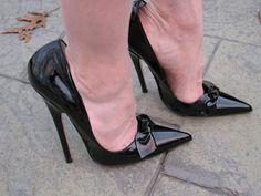 Stilly: proper black pumps