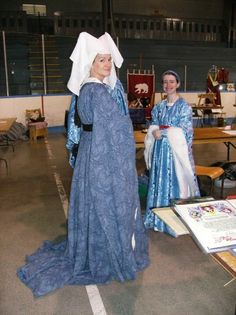 D: Wish I had enough fabric to make a houppelande! I want one!