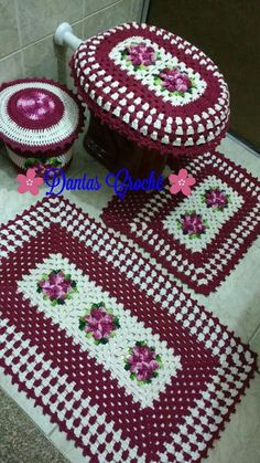 Crocheted Bathroom Set Ideas for Crochet Lovers Crochet Granny Square Afghan, Crochet Squares, Crochet Doilies, Crochet Rug Patterns, Doily Patterns, Crochet For Boys, Crochet Home, Lucy Fashion, Vintage House Plans