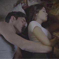 Esperanza y el Padre Tomas duermen juntos<3