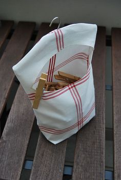 Klammerbeutel clothpin bag - Best Sewing Tips Fabric Crafts, Sewing Crafts, Sewing Projects, Clothespin Bag, Peg Bag, Clothes Pegs, Storing Clothes, Creation Couture, Couture Sewing