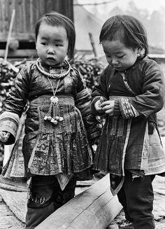 Oliver Racz - Little Hmong children