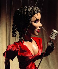 String puppet. Marionette full articulated. Moves mouth and eyes. Títere de hilo. Marioneta movimientos complejos. Mueve boca y ojos. Puede agarrar cosas metálicas. 65 cm de altura, 15 hilos de manipulación.