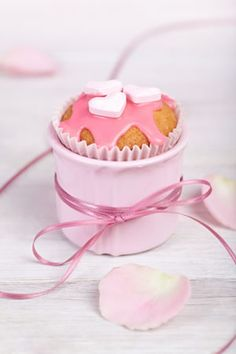 Valentine's Day Cupcake...  also nice for bridal or baby shower.