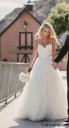 Classic chiffon wedding dress || Bella Collina Weddings