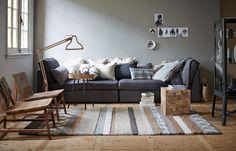 Men neme twee chaises longues en schuift die tegen elkaar aan. Een berg kussens tegen de muur en het relaxen kan beginnen. Grote bank | big sofa