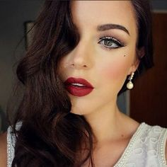 Create An Old Hollywood Beauty Look With This Makeup Tutorial