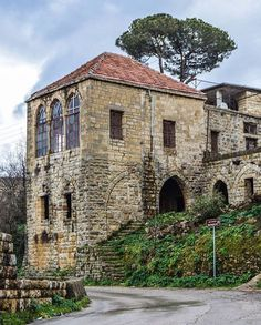 A superb traditional old house on By (at Bzébdîne, Mont-Liban, Lebanon) Lebanon Travel Destinations Byblos Lebanon, Beirut Lebanon, Ancient Roman Houses, Old House Design, Brick Architecture, Spanish House, Mountain Homes, Old Buildings, Traditional House