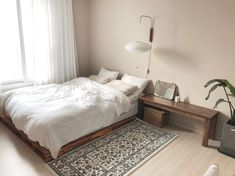 6 steps to decorating your narrow bedroom with a minimalist concept 19 Room Design Bedroom, Small Room Bedroom, Room Ideas Bedroom, Home Bedroom, Bedroom Decor, Narrow Bedroom, Small Room Interior, Studio Apartment Decorating, Minimalist Room
