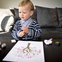 Activité pour enfant de moins de 3 ans : l'arbre de la saison