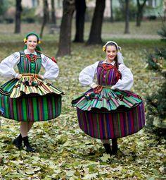 Regional costumes from Opoczno Poland. Hippy Fashion, Folk Fashion, Ethnic Fashion, Greece Costume, Polish Clothing, Authentic Costumes, Polish Folk Art, Costumes Around The World, Beautiful Costumes