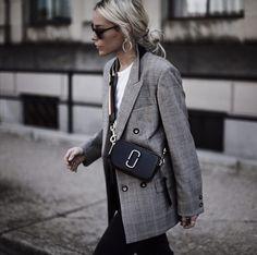 Marc Jacobs #Happily Grey #Mary Seng #Fall 17 #Fashion #Streetstyle #Moda #Kombinler #Kombin_Önerileri #Sokak_stili #fashion #Güzellik #ünlüler #ünlü_Modası #Cilt_Bakımı #Saç_Modelleri #Abiyeler #Abiye_modelleri #Magazin #Tarz #Kuaza
