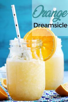 An Orange Dreamsicle cocktail is just the dreamy cocktail you need to dive into on a summery day. It tastes JUST like an orange creamsicle, and goes does just as easily so be careful before you inhale 4 or 5 of them! Beste Cocktails, Frozen Cocktails, Fun Cocktails, Cocktail Drinks, Cocktail Recipes, Dinner Recipes, Orange Creamsicle Drink, Orange Vodka, Dreamsicle Drink Recipe