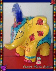 Elefante de cartapesta Espacio María Eugenia