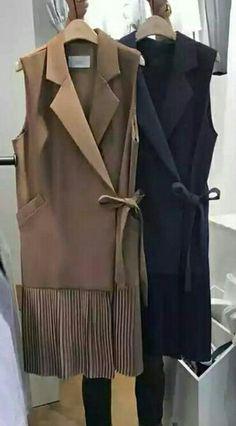 Knit Fashion, Hijab Fashion, Fashion Outfits, Womens Fashion, Gilet Long, Fashion Silhouette, Fashion Design Drawings, Couture Details, Blazer Dress
