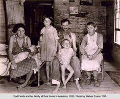 Dorothea Lange and Walker Evans - Photography of the Great Depression Walker Evans, Old Pictures, Old Photos, Vintage Pictures, Time Pictures, Famous Photos, Alabama, The Farm, Fotografia Social
