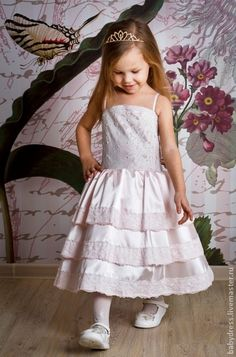 Нарядное платье для девочки из светло-розового атласа Бусинка. $109