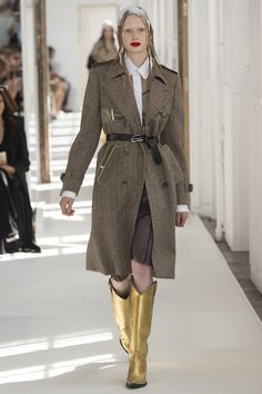 See the full Fall 2017 haute couture collection from Maison Martin Margiela.