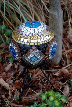 Gazing Ball Stained Glass Mosaic Geometric by NatureUnderGlass Mosaic Garden, Mosaic Art, Mosaic Glass, Mosaics, Mosaic Bowling Ball, Bowling Ball Art, Mosaic Projects, Stained Glass Projects, Garden Balls