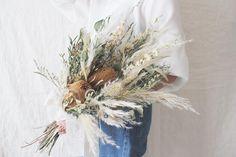 Flowers bouquet wedding bohemian 50 Ideas for 2019 Purple Bouquets, Bride Bouquets, Bride Hair Flowers, Wedding Flowers, Dried Flower Bouquet, Dried Flowers, Hand Bouquet Wedding, Peach Flowers, Paper Flowers Diy