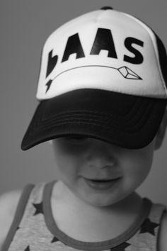 Baas >>-----------> stoere kids pet www.studiosaar.nl