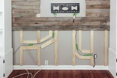How to Create a Wood Pallet Accent Wall How to build a pallet accent wall in an afternoon. Includes tips on safe pallets to use, and building wire pathways for mounting a TV. Pallet Accent Wall, Pallet Walls, Pallet Boards, Accent Walls, Wood Walls, Pallet Wall Bedroom, Pallet Room, Diy Pallet Wall, Pallet Couch