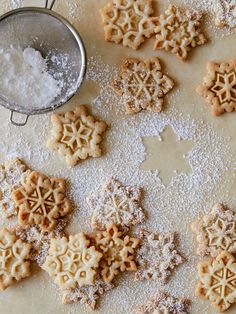 Gingerbread Spiced Snowflake Sugar Cookies by Spoon Fork Bacon. Noel Christmas, Christmas Treats, Christmas Cookies, Xmas, Sugar Cookies Recipe, Cookie Recipes, Dessert Recipes, Desserts, No Bake Cookies
