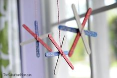 Easy to make Of July Popsicle Stick Fireworks kids craft. A fun craft project that makes a great patriotic decoration. Popsicle Stick Crafts, Popsicle Sticks, Craft Stick Crafts, Preschool Crafts, Diy And Crafts, Crafts For Kids, Preschool Ideas, July Crafts, Summer Crafts