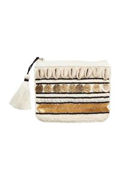 Purse with shells: Purse in a cotton weave with a zip with a tassel at the top. The front is decorated with beads, sequins and shells. Beaded Purses, Drawstring Bag Diy, Clutch Bag, Tote Bag, Tassel Purse, Couture Embroidery, Vintage Couture, White Beads, Pom Poms
