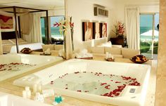 With the seducing view of the Caribbean Sea, the Jacuzzi of your suite invites you to better enjoy the deliciously erotic ambiance of Desire Resort & Spa.