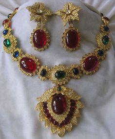 Jackie Kennedy Onassis Necklace By KJL Celebrity Book Set