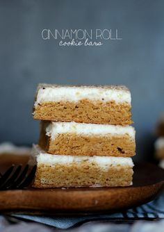 Cinnamon Roll Cookie Bars topped with delicious cream cheese frosting is a fantastic seasonal dessert to serve your Thanksgiving guests that certainly won't disappoint! Beaux Desserts, Just Desserts, Delicious Desserts, Yummy Food, Baking Recipes, Cookie Recipes, Dessert Recipes, Bar Recipes, Cupcakes