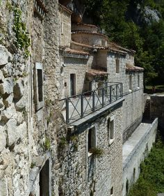 "Eremo di Santo Spirito a Majella nel Roccamorice, Abruzzo: The hermitage of the ""Holy Spirit"" was a monastery of the Congregation of the Celestine which is on the Majella, in the municipality of Roccamorice, and is an Italian national monument."