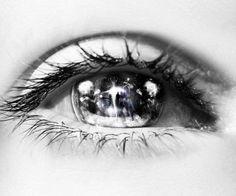 Eyes Without A Face, Look Into My Eyes, Scary Eyes, Cool Eyes, Pretty Eyes, Beautiful Eyes, Amazing Eyes, Amazing Art, Crazy Eye Makeup