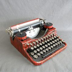 Faux Bois Underwood Typewriter, c. 1926: Working vintage with an all black ribbon.