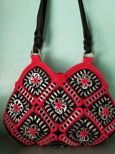 Pop Tab Purse, Pop Bag, Crochet Scarves, Knit Crochet, Can Tab Bracelet, Pop Top Crafts, Pop Can Tabs, Black N Red, Soda Tabs